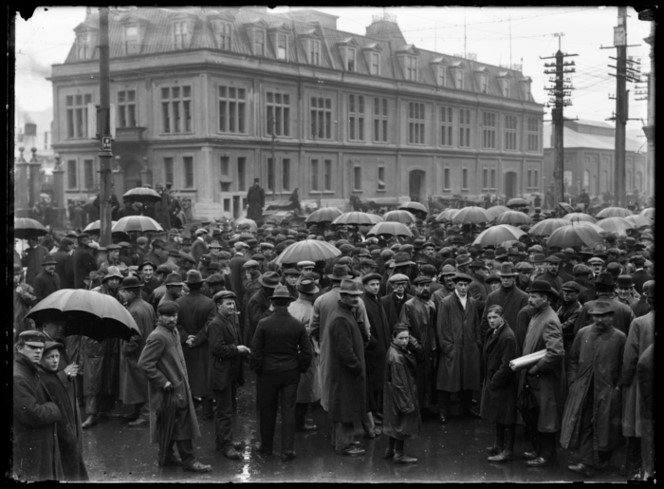 1913 Crowd in rain looking back